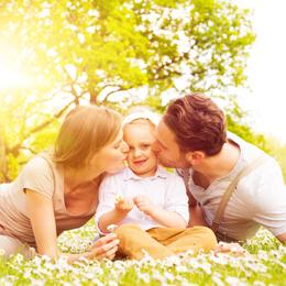 glckliche junge familie